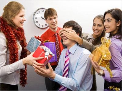 Що подарувати співробітникам на Новий Рік